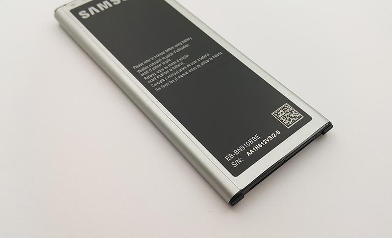 Mặt sau pin được in mã pin cho dòng máy Galaxy Note 4